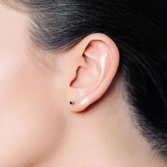 0.60 Carat Garnet Stud Earrings in Yellow Gold
