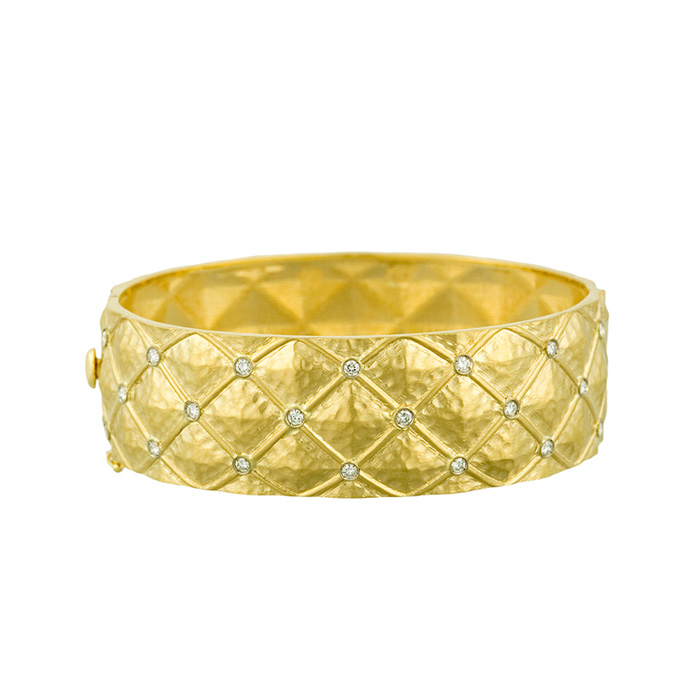 18K Yellow Gold 22.0mm Patterned Bracelet w/ Hammered Finish & Di