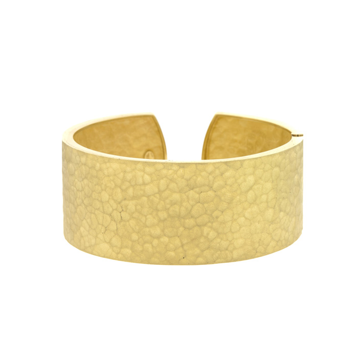 18K Yellow Gold 27.0mm Hammered Finish Cuff Bracelet w/ Hinge by