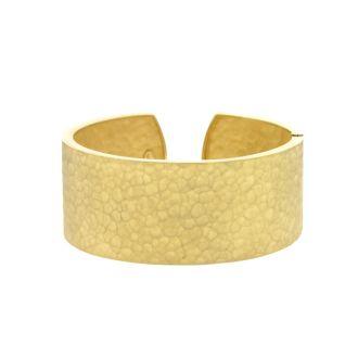 18 Karat Yellow Gold 27.0mm Hammered Finish Cuff With Hinge