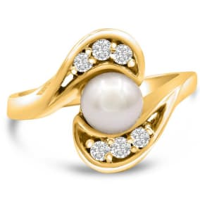 Round Freshwater Cultured Pearl and 1/5ct Diamond Ring In 14 Karat Yellow Gold